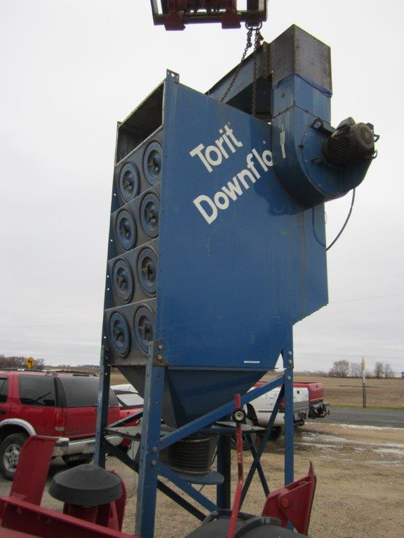 Side View of Donaldson Torit DFT 4-16